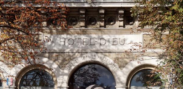 Fronton de l'Hôtel-Dieu
